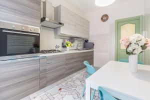 A kitchen or kitchenette at Alessia's Flat- Lotto M5/M1