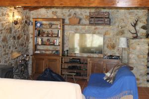 Uma televisão e/ou sistema de entretenimento em Casas do Favacal