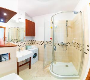 A bathroom at Old Town Heart III