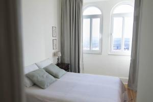 A bed or beds in a room at Casa da Fonte Nova
