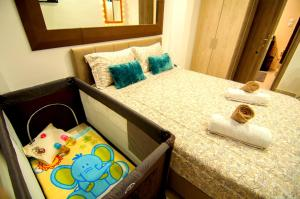 A bed or beds in a room at Sweet and luxury Center ArtFlat
