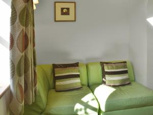 A seating area at Hare Cottage