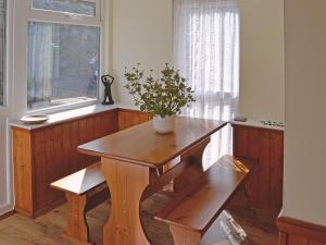 A kitchen or kitchenette at Welcome Retreat