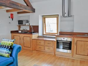 A kitchen or kitchenette at Carringtons Barn