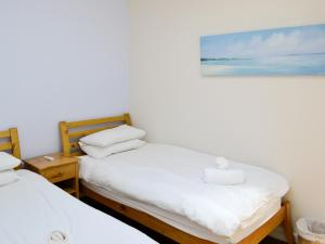 A bed or beds in a room at Elberry House