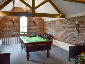 A pool table at Buddileigh Farm