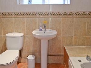 A bathroom at Greengage
