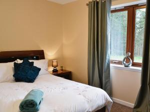 A bed or beds in a room at Cairn View