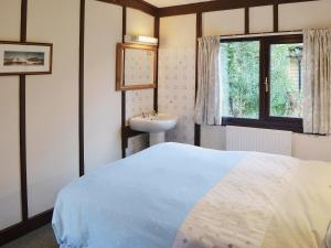 A bed or beds in a room at Caban Coed