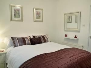 A bed or beds in a room at Kelpie