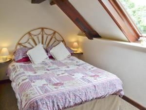 A bed or beds in a room at Morse Cottage