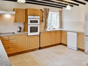 A kitchen or kitchenette at The Old Piggeries
