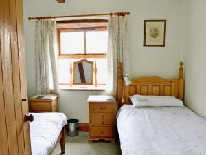 A bed or beds in a room at Cruck End