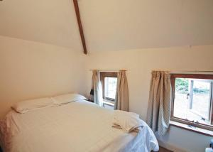 A bed or beds in a room at Saffron Cottage