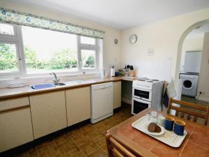 A kitchen or kitchenette at Field Way