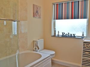 A bathroom at Sea View