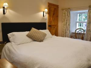 A bed or beds in a room at Jocky Milne'S Croft