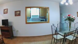 A television and/or entertainment center at Apartamentos Vacacionales Atlanterra