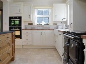 A kitchen or kitchenette at Redmoor House