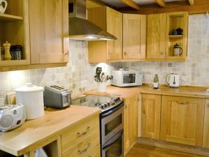 A kitchen or kitchenette at The Old Dairy