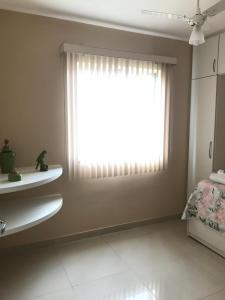 A bathroom at Apto a 200m da Praia, condomínio clube