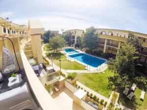 Вид на бассейн в BOHO Loft Marbella или окрестностях