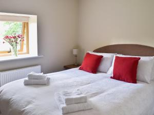 A bed or beds in a room at The Granary