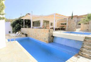 The swimming pool at or close to Achlada Mourtzanakis Residence