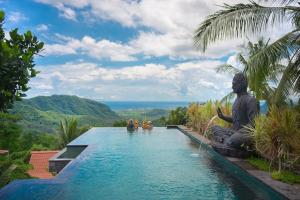 The swimming pool at or near Bella Kita Mountain Retreat & Spa