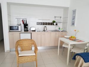 Een keuken of kitchenette bij Apartamentos La Florida