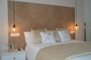 A bed or beds in a room at New Luxury Duplex Castle Harbour Cristianos