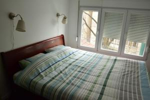 A bed or beds in a room at Topolska Lux