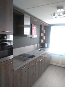 Een keuken of kitchenette bij Slapen in Dordrecht