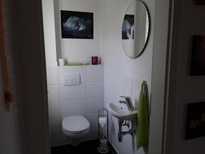 A bathroom at Haus am Leuchtfeuer