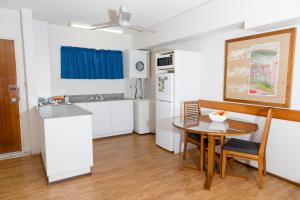 A kitchen or kitchenette at Cullen Bay Resorts