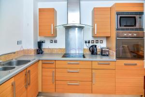 A kitchen or kitchenette at Budget Apartments Canary Wharf
