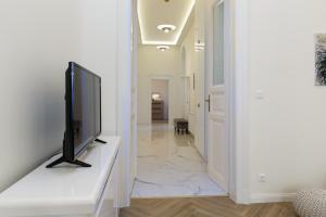 TV/Unterhaltungsangebot in der Unterkunft Jenny luxury two bedrooms apartment.