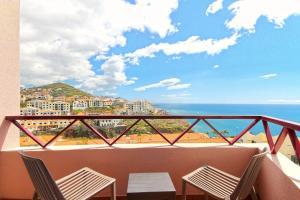 Un balcón o terraza de Sol e Mar Camara de Lobos by HR Madeira