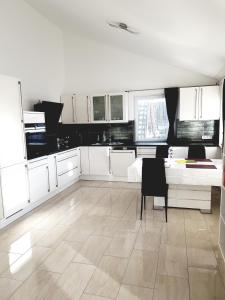 Küche/Küchenzeile in der Unterkunft Ferienwohnung Familie Sobierajczyk - Fewo unweit Ostsee