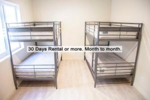 A bunk bed or bunk beds in a room at Los Angeles Extended Stay Hostel