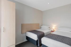 A bed or beds in a room at Waldorf Tetra Apartments