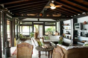 A seating area at Casa Angra dos Reis - 12 pessoas