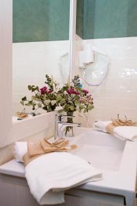Un baño de Suites La Posada De Pilar