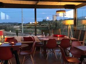 A restaurant or other place to eat at Villa Vravrona Tower & Suites