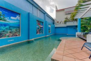 The swimming pool at or near Macrossan House Boutique Holiday Apartments