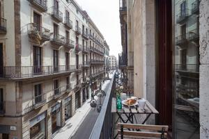 A balcony or terrace at AinB Gothic-Jaume I Apartments