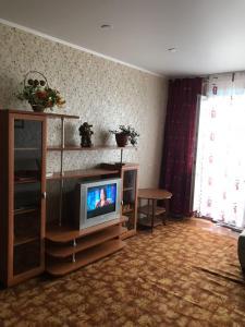 Телевизор и/или развлекательный центр в Лядова 2