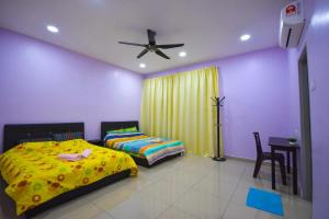 A bed or beds in a room at 275 Sitiawan Homestay