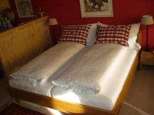 A bed or beds in a room at Studio Carlton am Park