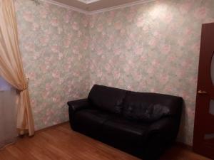 A seating area at Apartamenty na Yamasheva
